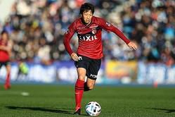 ここぞという勝負強さに定評ある伊藤は、巻き返しを図るチームを様々な面で下支えする。写真:茂木あきら(サッカーダイジェスト写真部)