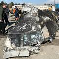 イランの首都テヘラン郊外で撃墜されたウクライナ機の残骸を調べる人々。ウクライナ国家安全保障国防会議提供(2020年1月11日撮影・公開、資料写真)。(c)AFP/National Security and Defense Council of Ukraine