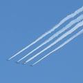飛行するブルーインパルス