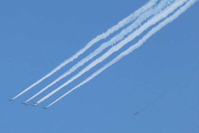 [画像] ブルーインパルス飛ぶ!が... 航空自衛隊YouTube中継はトラブル続き「白いカーソルが飛んでて草」