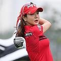 """美女ゴルファーの""""最強ツインテール""""に騒然! アン・シネの近況に「ギャップ萌え」の声【PHOTO】"""