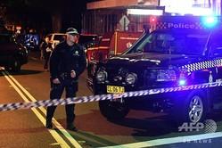 豪シドニーで検問する警察官(2017年7月29日撮影、資料写真)。(c)William WEST / AFP
