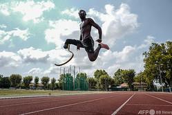 仏アンティーブで練習に臨む2016年リオデジャネイロパラリンピック・フランス代表のジャン・バティスト・アレーズ(2020年8月24日撮影)。(c)Valery HACHE/ AFP