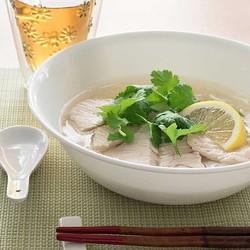 フォーを食べるとき、ライスヌードルと中華麺、どっちがヘルシー?