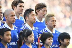 黒星スタートに悔しさを滲ませる喜田(中央)だが、今回の中断期間で「チームを良い方向に変えていきたい」と言葉に力をこめる。写真:徳原隆元