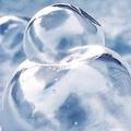 シャボン玉もカチコチ 厳しい冷え込みになった9日の北海道