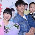 2020年9月24日、台湾・台北で、顔面にやけどやけがを負った子供や家庭を支援する団体の記者会見に出席した江宏傑さんと福原愛さん夫婦。