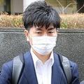 公判後、取材に応じた松永拓也さん(左)と上原義教さん