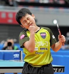 準決勝を突破し、拳を握り感無量の表情を見せる松島輝空