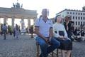 ブランデンブルク門の前に現れた慰安婦少女像