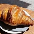 大きなクロワッサンにかぶりつきたい! ランチ利用◎の注目カフェが渋谷に初出店