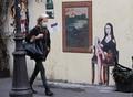 パリの街に現れたモナ・リザ 絵から「脱出」の理由はコロナ?