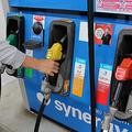 タンクから溢れる セルフスタンドでの継ぎ足し給油が危険な理由