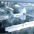 上司、従業員にイタズラを仕掛け死なせる(画像は『Mirror 2018年9月21日付「Boss accidentally kills worker by blasting compressed air up his BUM in horrific prank」(Image: News Crunch / SWNS.com)』のスクリーンショット)
