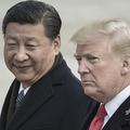 中国の習近平国家主席(左)とドナルド・トランプ米大統領(2017年11月9日撮影、資料写真)。(c)FRED DUFOUR / AFP
