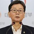 会見する孫ビョン錫第1次官=3日、ソウル(聯合ニュース)