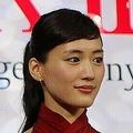 綾瀬はるかさん(2015年撮影)主演ドラマは、謎が謎を呼ぶ展開に。