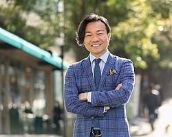 """大阪ミナミの""""伝説のホスト""""で、現在は実業家の井上敬一氏"""