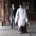 靖国神社を参拝する安倍氏(資料写真)=(共同=聯合ニュース)