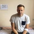 収監中に顔が腫れ上がるなどの症状を訴え、ロシア・モスクワにある病院に急送された野党指導者のアレクセイ・ナワリヌイ氏が、自身の公式サイト「Navalny.com」で公開した写真(2019年7月29日公開)。(c)AFP=時事/AFPBB News