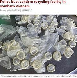 リサイクルされていたコンドーム(画像は『Tuoi Tre News 2020年9月22日付「Police bust condom recycling facility in southern Vietnam」』のスクリーンショット)
