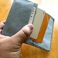 ダイソーで買った名刺入れ。免許証や数枚のカードが入る