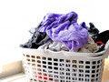 花粉シーズン到来 ティッシュを一緒に洗濯してしまった時の対処法