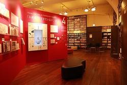 2階メインギャラリーの常設展示とマンガの殿堂