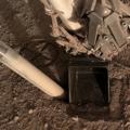 火星の穴掘りにまさかの事態。探査機インサイトのセンサーが地中から押し戻される