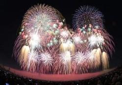 世界初の「観客参加型花火大会」としてグッドデザイン賞を受賞している「NARITA花火大会in印旛沼」