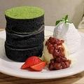 竹炭ブラックとホワイトチョコソース 1580円