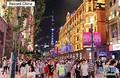 上海市で12日、「南京路歩行街(歩行者天国)」の区間が東に延長され、新しく歩行者天国となった道路を市民や観光客が散策していた。