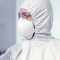 人を新型コロナに再感染させる「ヒトチャレンジ試験」英国で開始