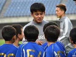練習前、日本代表MF久保建英(FC東京)