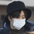 離婚協議報道前の1月中旬、虚ろな目で車に乗り込む前田敦子