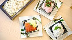 日本酒の一合升を器として使った海鮮丼「升丼」