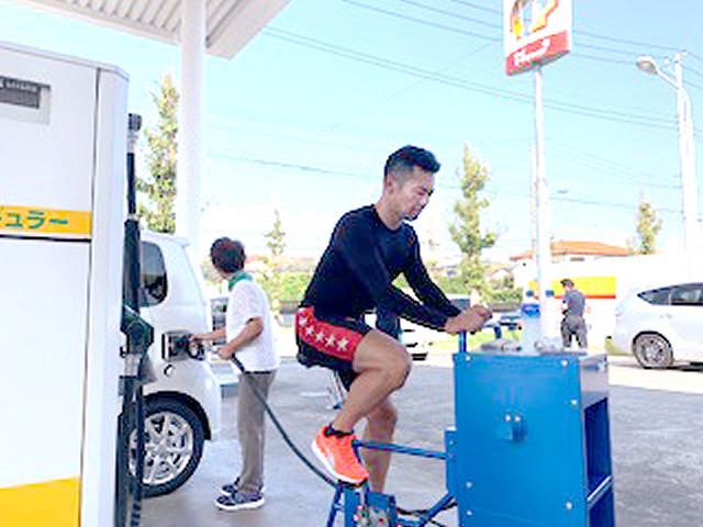 [画像] 競輪トップレーサー、足こぎ式給油機で地元・千葉の手助け…6時間で150台分1800リットル