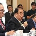 懇談会で発言する文喜相氏=30日、ソウル(聯合ニュース)