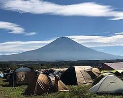 ここ数年で爆発的な人気のキャンプ。人気が上がるにつれてトラブルも増えている
