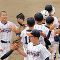 江陵の野球部員たち。右端の捕手が尾崎主将(谷本献悟監督提供)
