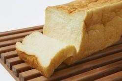 自立しないほど柔らかい! 「食べログ パン 百名店」入りの人気店の生食パン