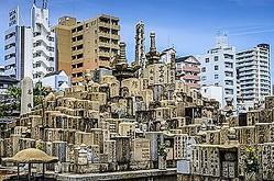 日本と中国ではお墓がある場所にも大きな違いがある。日本では墓地は寺の境内などにあることが多く、都市部では住宅地にあったりと日常生活から比較的近い場所にあるのが一般的と言えるだろう。一方、中国では墓地は人里離れたところにあることが多い。(イメージ写真提供:123RF)