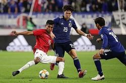 要所で攻撃の芽を摘むポジショニングと守備で、橋本は最終ラインまでボリビアの選手たちを寄せ付けなかった。 写真:茂木あきら(サッカーダイジェスト写真部)