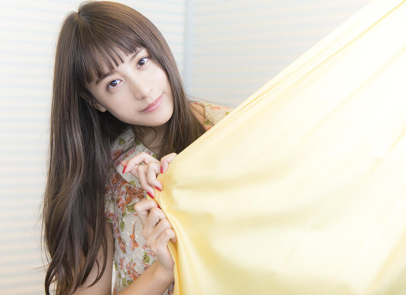 仕事や恋に思い悩む——山本美月が『東京アリス』で体現する26歳のリアルライフ