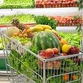 米ニューヨークで中国系住民の女性が、あるスーパーで買った果物を持って別のスーパーに入ったところ、万引きと間違えられて罰金を支払わされた。資料写真。