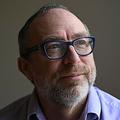 英ロンドンで行われたインタビューで写真撮影に応じるオンライン百科事典「ウィキペディア」の創設者ジミー・ウェールズ氏(2021年1月13日撮影)。(c)DANIEL LEAL-OLIVAS / AFP
