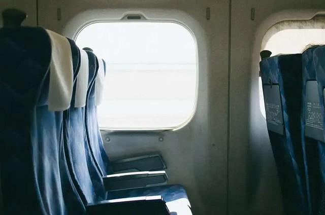 「新幹線で私の座席を蹴りながら、大騒ぎする男の子。『蹴らないで!』と注意すると、その子の親が私に向かって...」(神奈川県・20代女性)