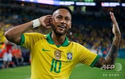 サッカー国際親善試合、ブラジル対コロンビア。得点を喜ぶブラジルのネイマール(2019年9月6日撮影)。(c)RHONA WISE / AFP