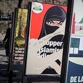 スイス・ジュネーブで公共の場所で顔を完全に覆う服装の禁止を問う国民投票を前に、禁止賛成を訴え破られているポスター(2021年3月1日撮影)。(c)Fabrice COFFRINI / AFP