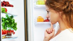 糖質制限ダイエットのメニューに悩む女性